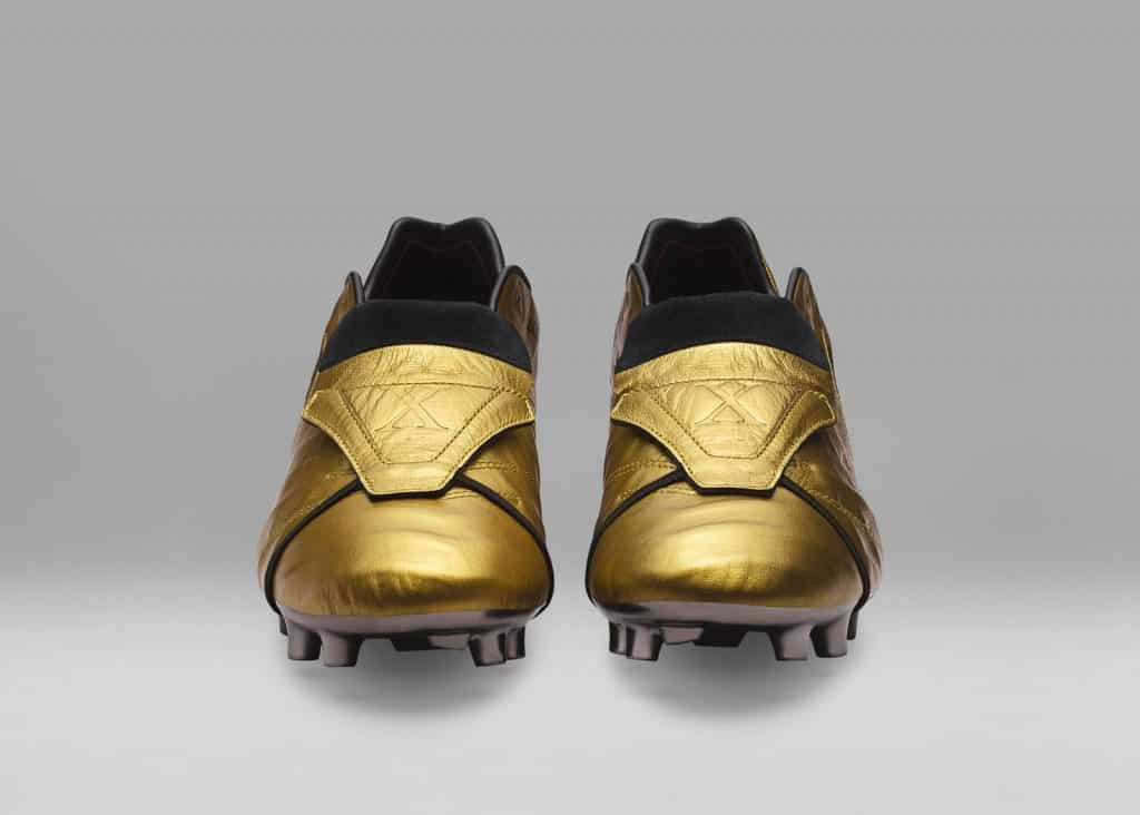 chaussure-foot-edition-limitee-nike-tiempo-totti-25-ans-as-roma