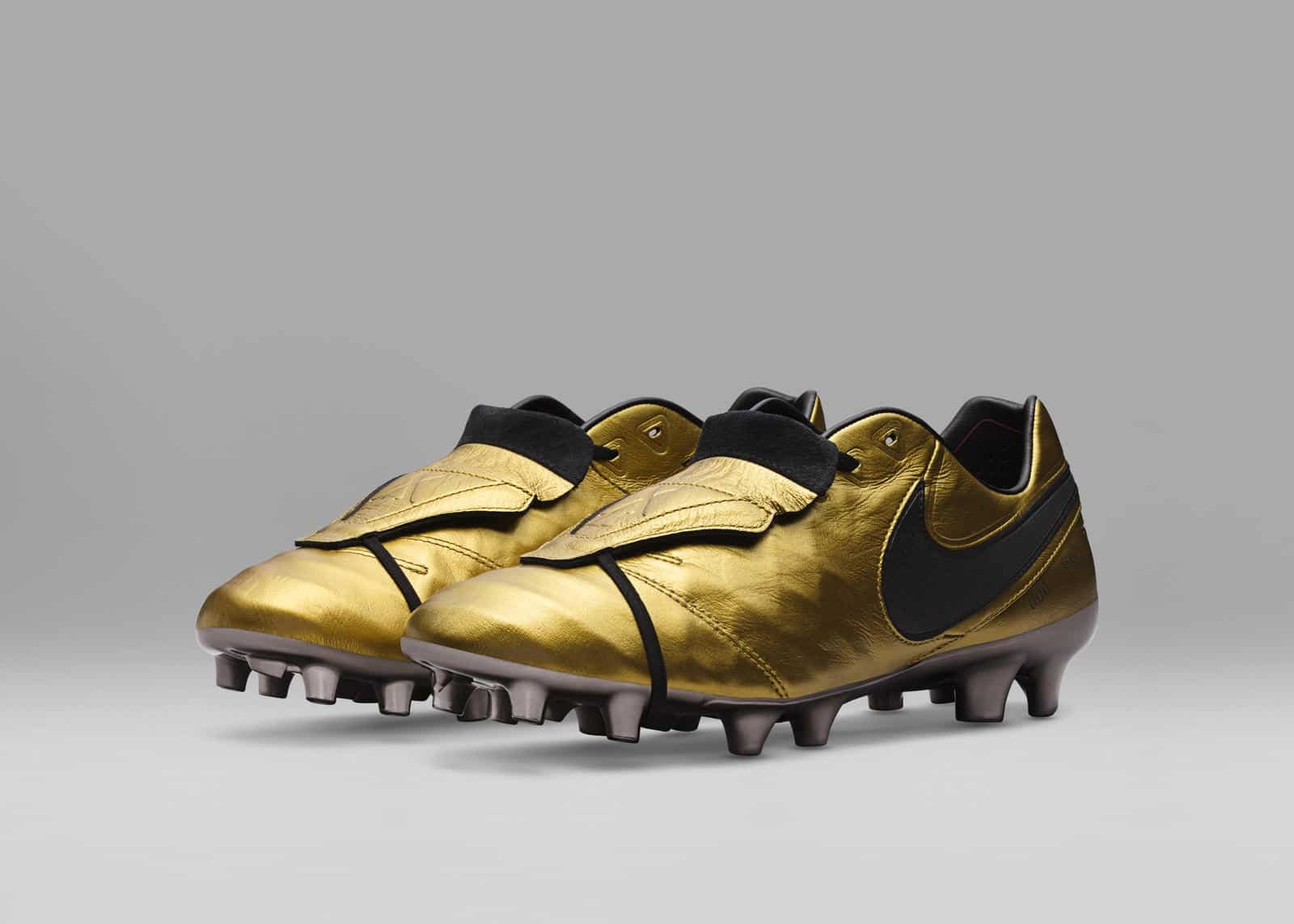 chaussure-foot-edition-limitee-nike-tiempo-totti-25-ans-as-roma-5