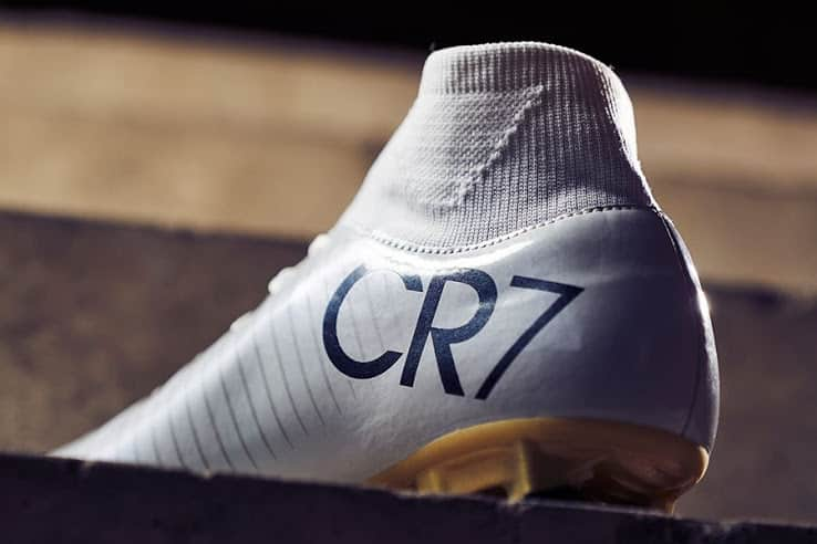 chaussure-football-nike-mercurial-victory-cr7-vitorias-2016-2
