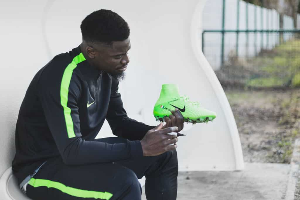 chaussure-football-serge-aurier-nike-mercurial-superfly-concours