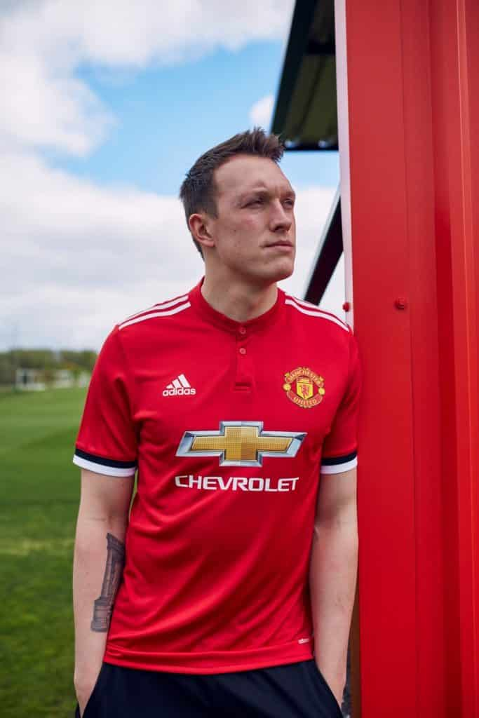 maillot-domicile-manchester-united-jones