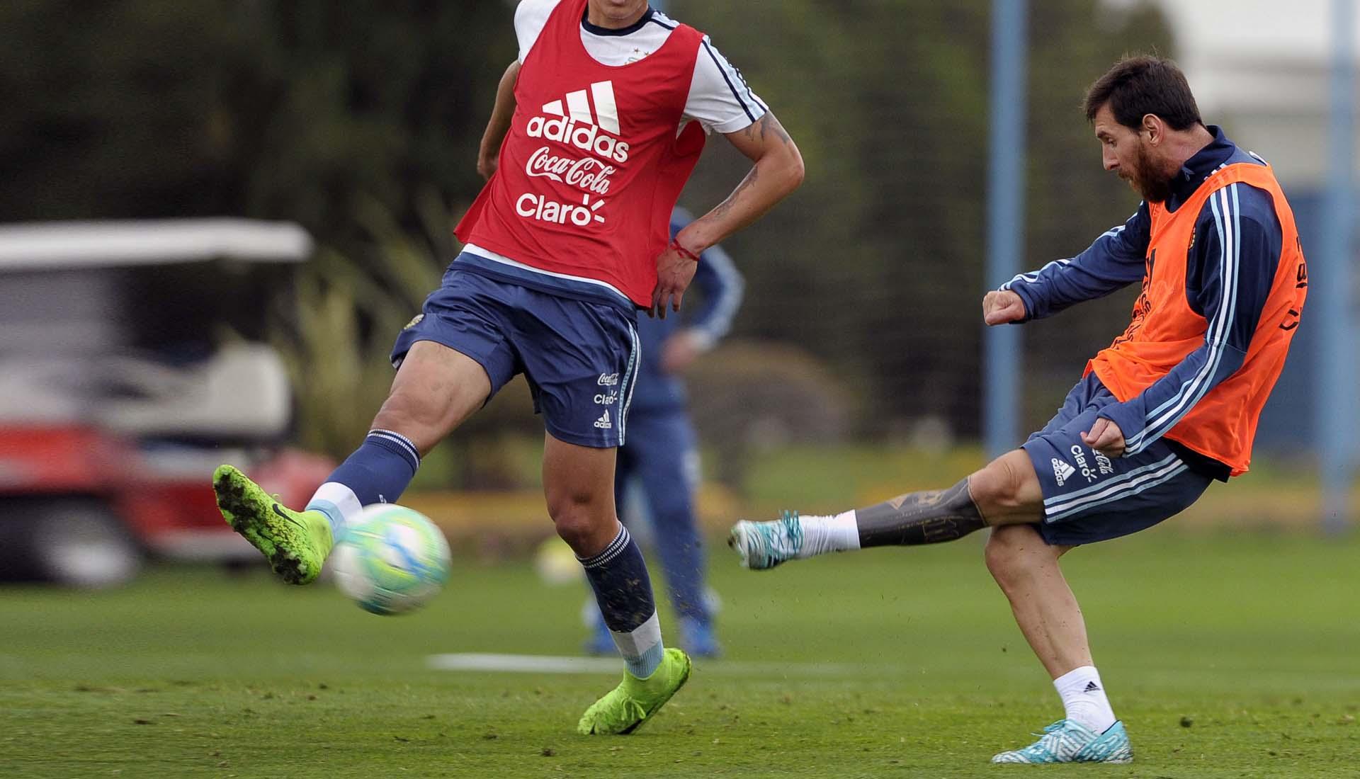chaussures-football-adidas-Nemeziz-17-Messi-Argentine-img1
