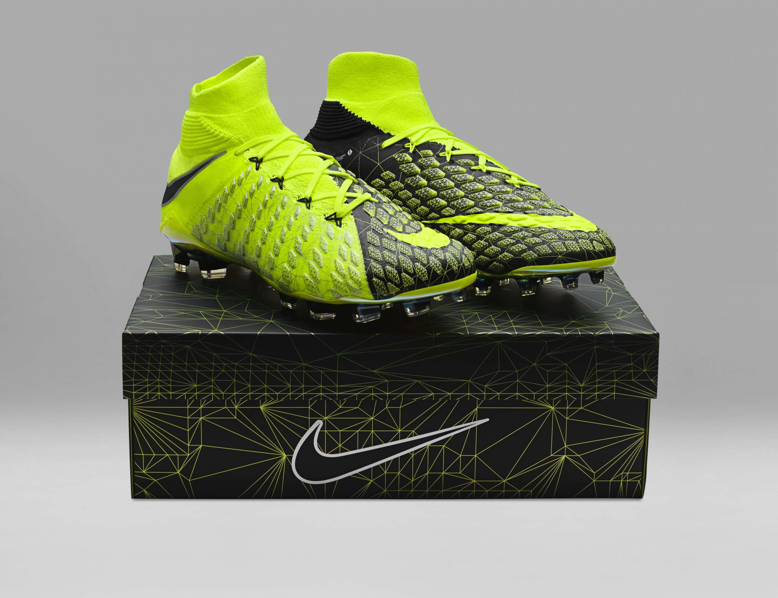 chaussure-football-nike-hypervenom-3-DF-ea-sports-fifa18-cavani-9