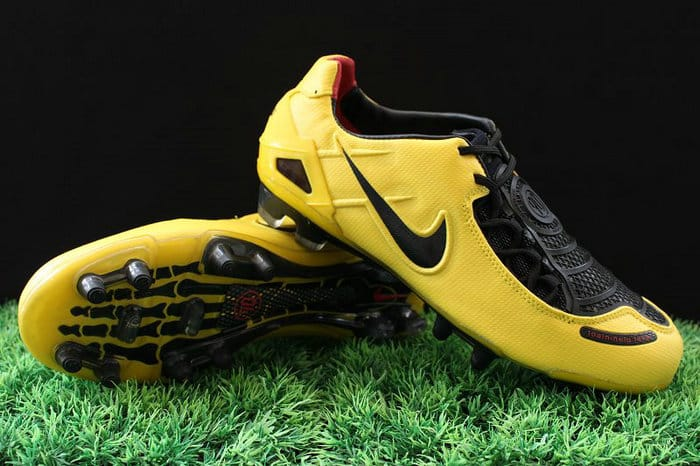 chaussure-football-nike-football-Total-90-II-laser