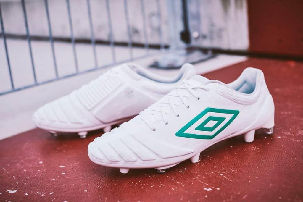 chaussure-football-pack-triadic-umbro-2