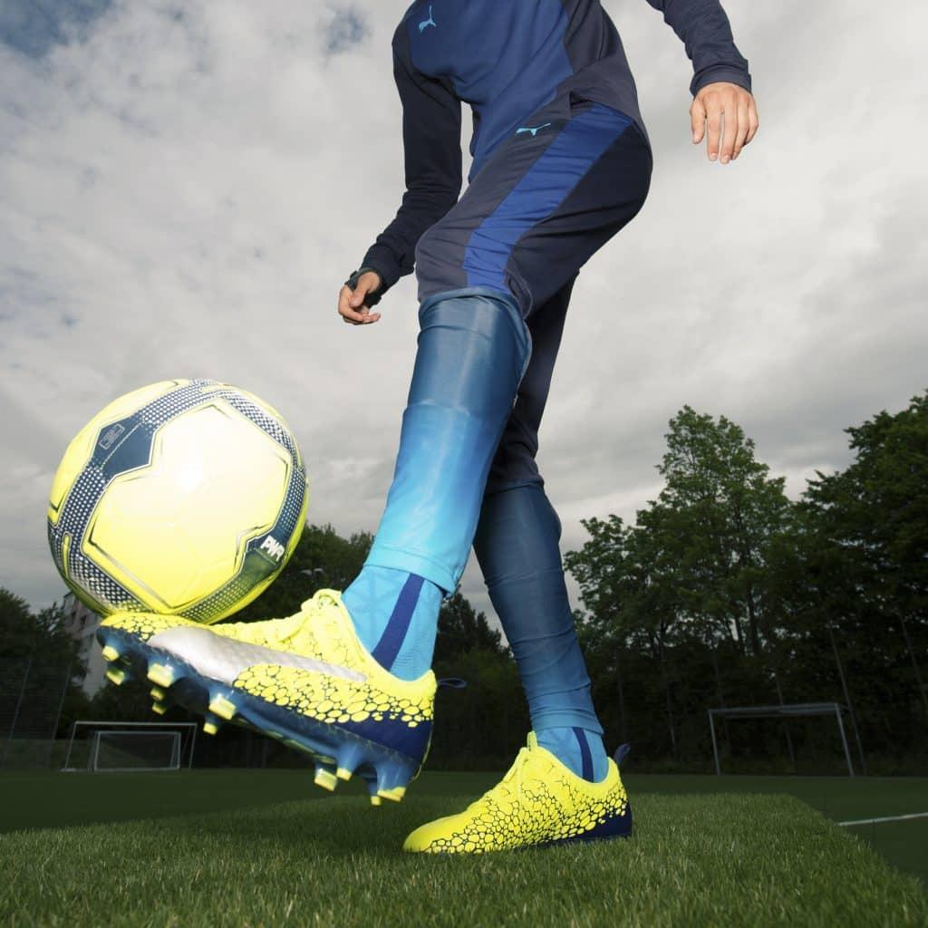 chaussure-football-puma-evoPOWER-jaune-bleu-octobre-2017-3