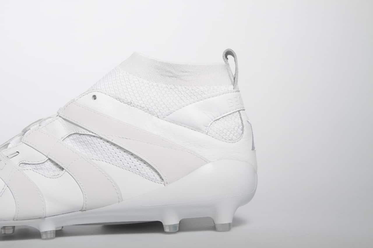the latest ae33a 0d542 Au niveau du coloris, adidas mise sur une paire « whiteout » totalement  blanche avec du noir à l intérieur de la chaussure.