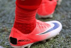 Image de l'article Pourquoi des joueurs font volontairement des trous dans leurs chaussures ?