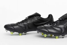 Image de l'article Nike lance la Nike Premier II «Triple Black» Anti-Clog
