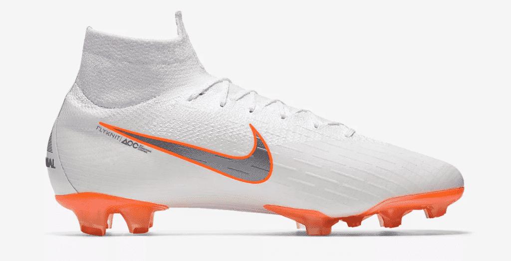 f209738f6c6 Les chaussures de football ... de Cristiano Ronaldo (CR7)