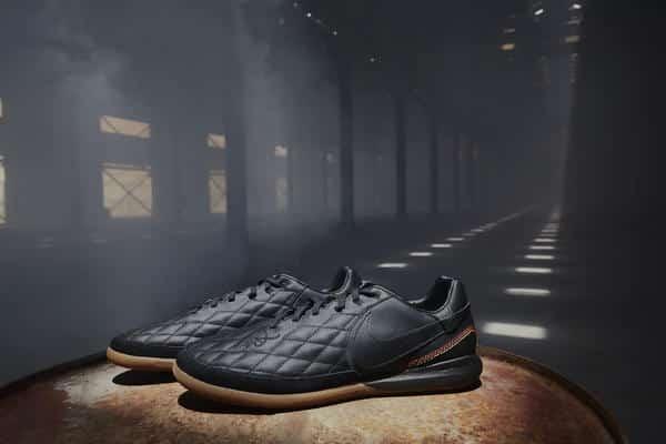chaussure-de-foot-ronaldhino-nike-10r-city-collection-01_native_600