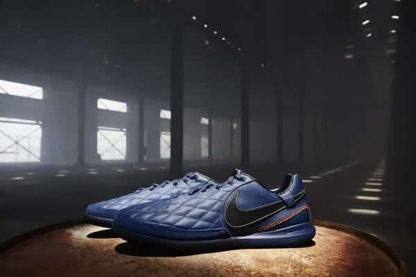 chaussure-de-foot-ronaldhino-nike-10r-city-collection-02_native_600.jpg