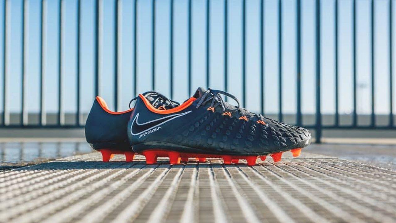 Quelle Est Du Football Plus De Légère La Chaussure Marché rtdshQC
