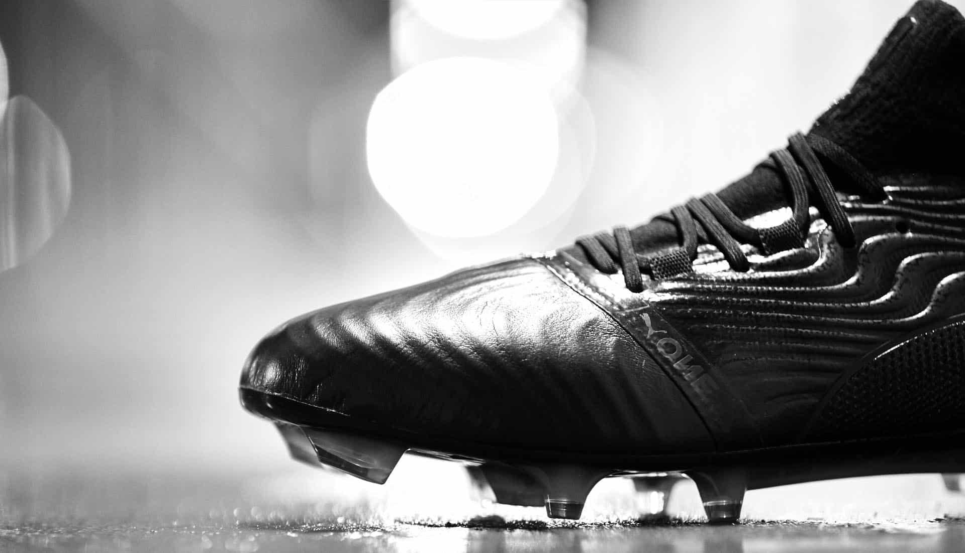 chaussures-football-puma-one-18-blackout-img4