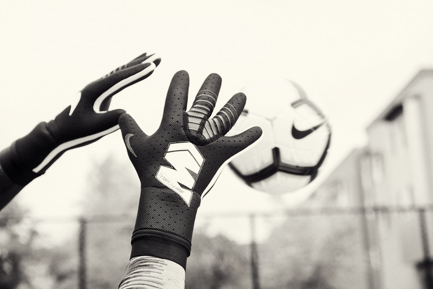 gants-gardien-football-Nike-Mercurial-Touch-Elite-img5