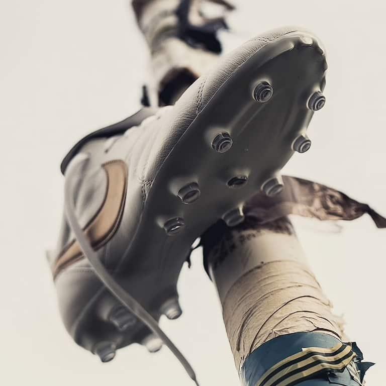 Ronaldinho-R10-Nike-Tiempo-Touch-Gold-Blanc-Or-4