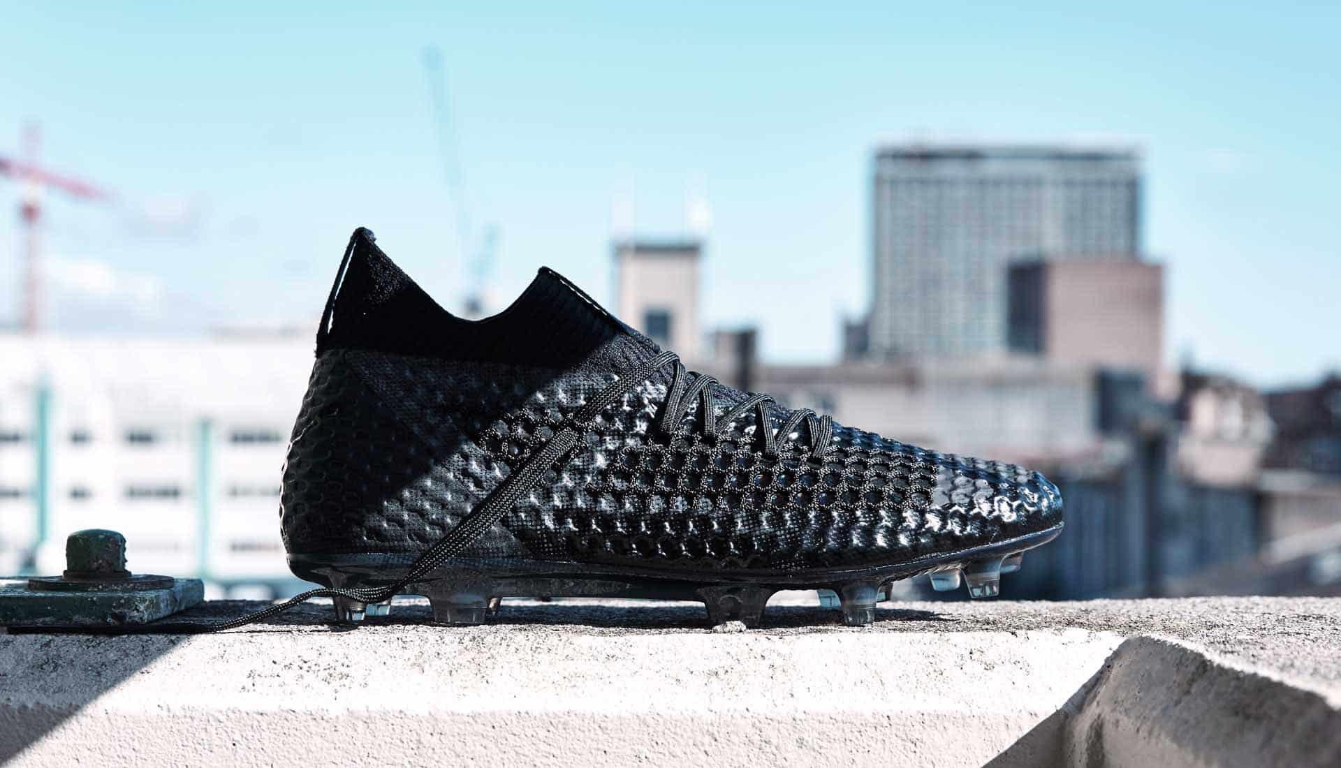 chaussures-football-Puma-Future-18-1-Blackout-img1