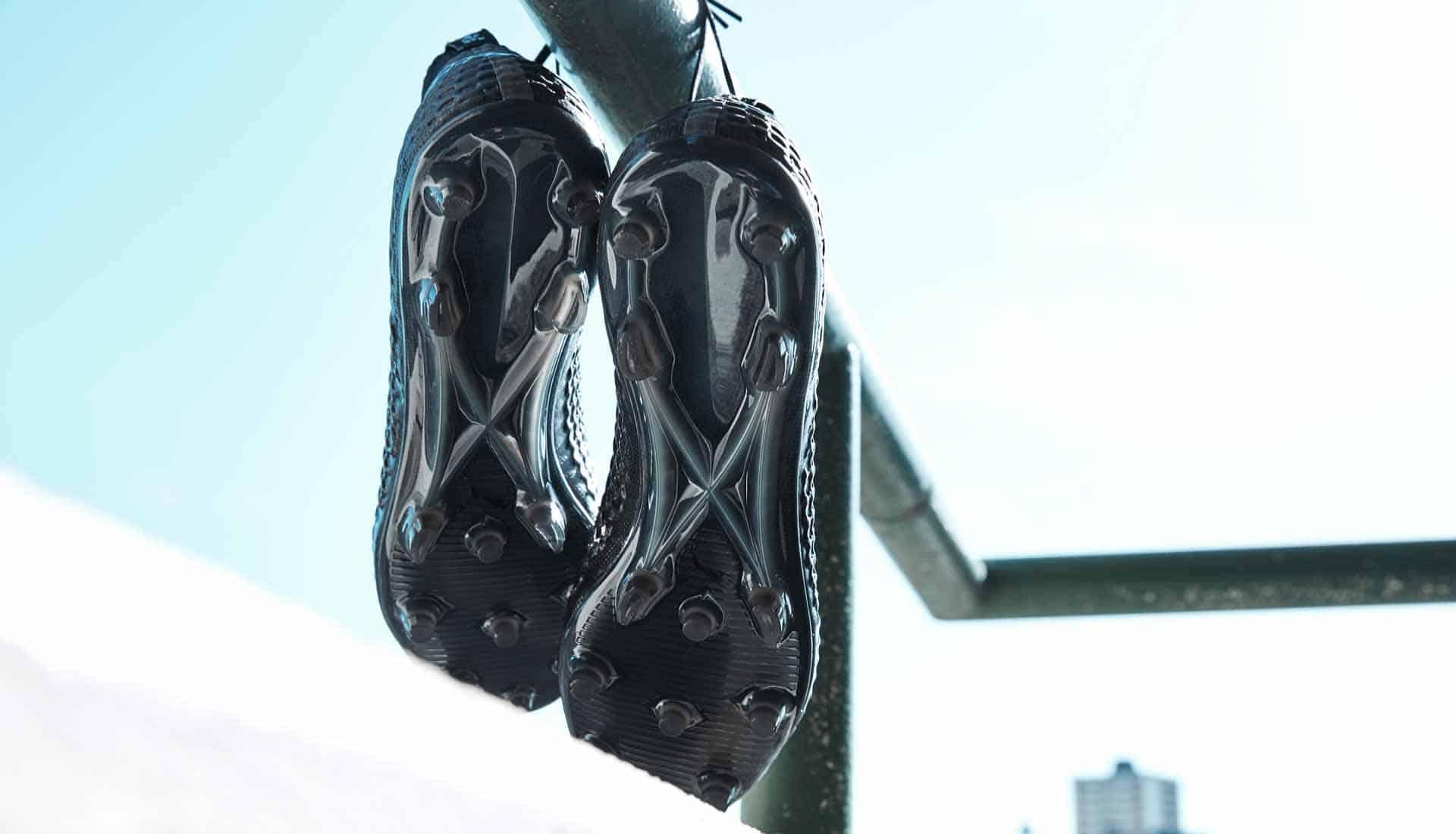 chaussures-football-Puma-Future-18-1-Blackout-img3
