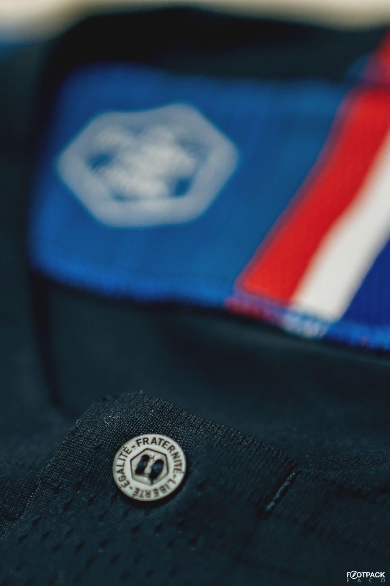 maillot-domicile-equipe-de-france-coupe-du-monde-2018-boutons