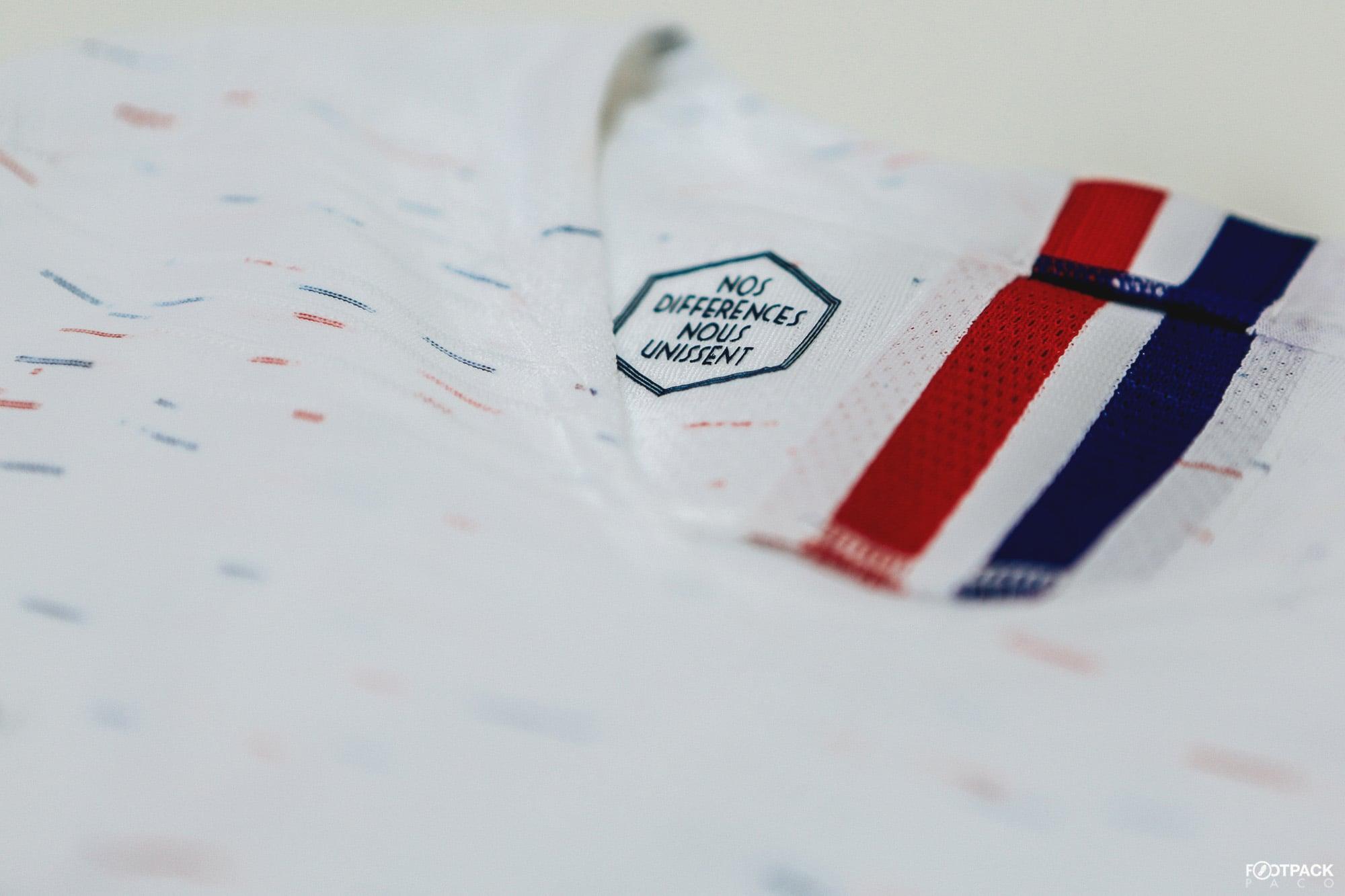 maillot-exterieur-equipe-de-france-coupe-du-monde-2018-col