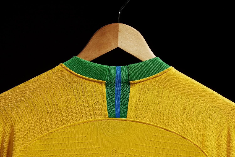 maillot-football-Nike-Bresil-domicile-2018-img3