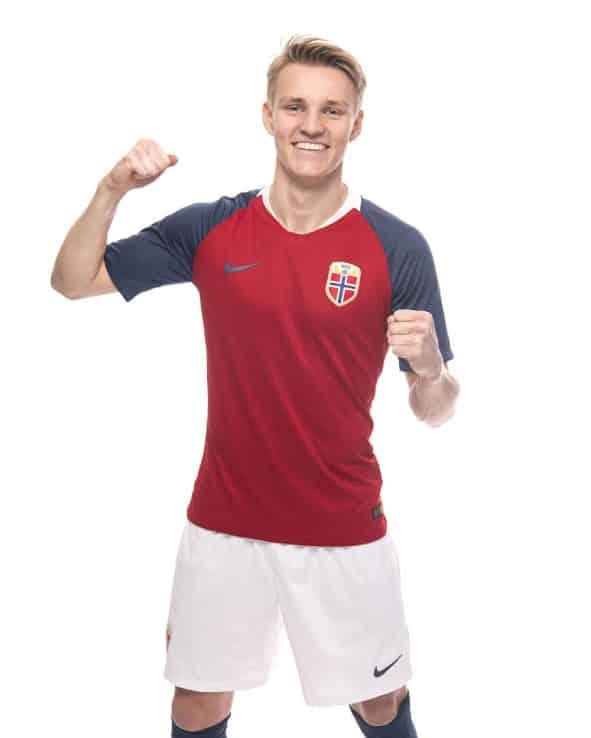 maillot-football-Nike-Norvege-domicile-2018-img4