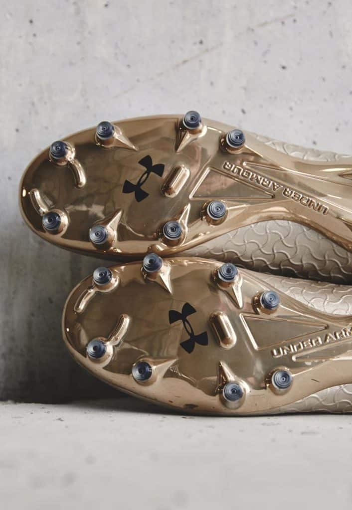 chaussure-foot-under-armour-magnetico-pro-metallic-gold 8