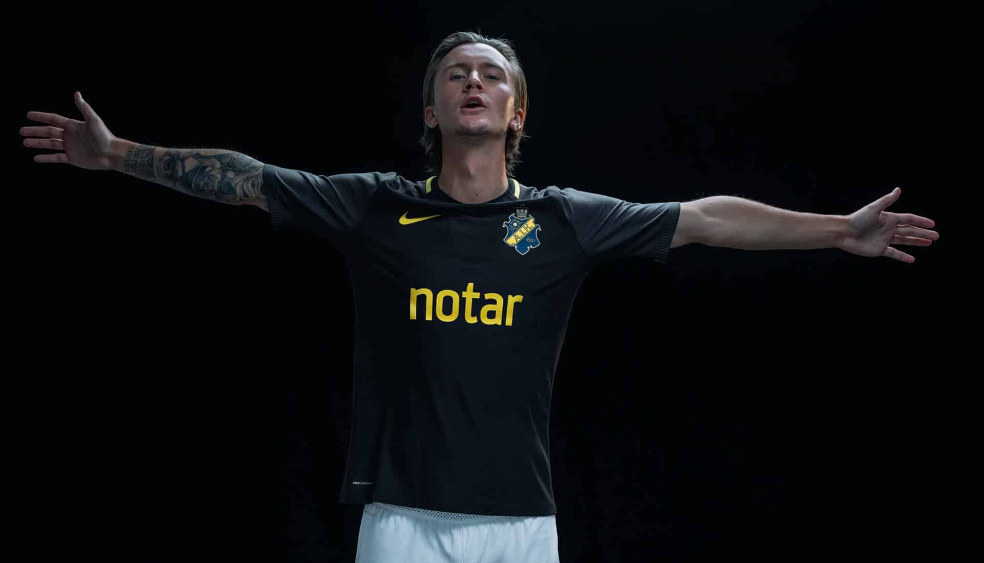 maillot-football-Nike-AIK-domicile-2018-img1