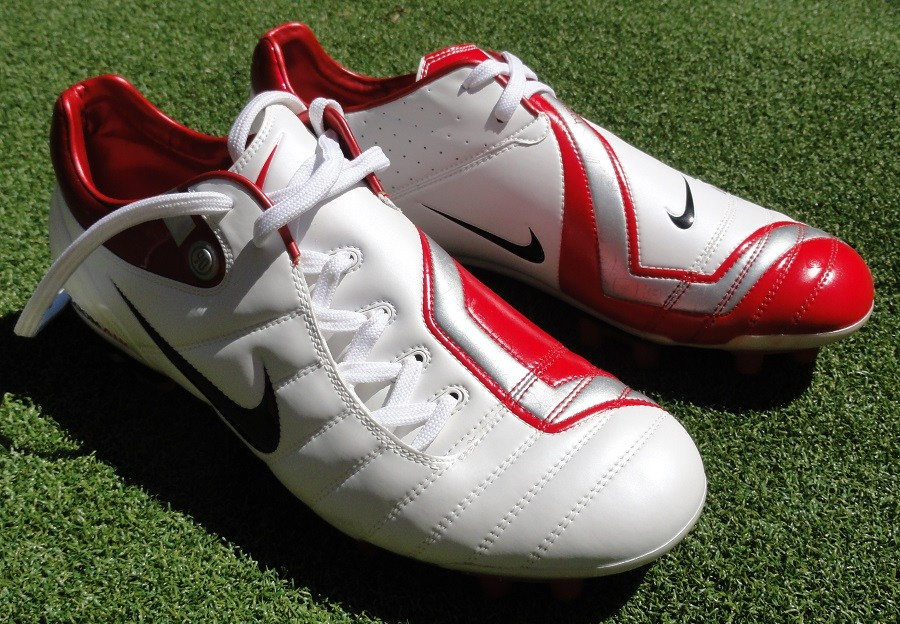 chaussures-Nike-T90-blanc-rouge-coupe-du-monde-2006