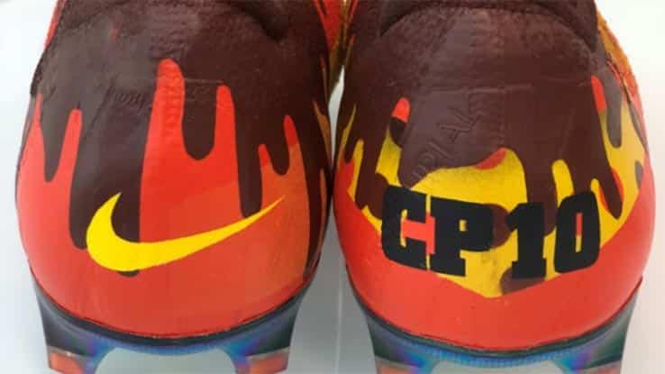 chaussures-football-Nike-Mercurial-Vapor-360-Shoe-Surgeon-custom-Reese-Hershey-img5
