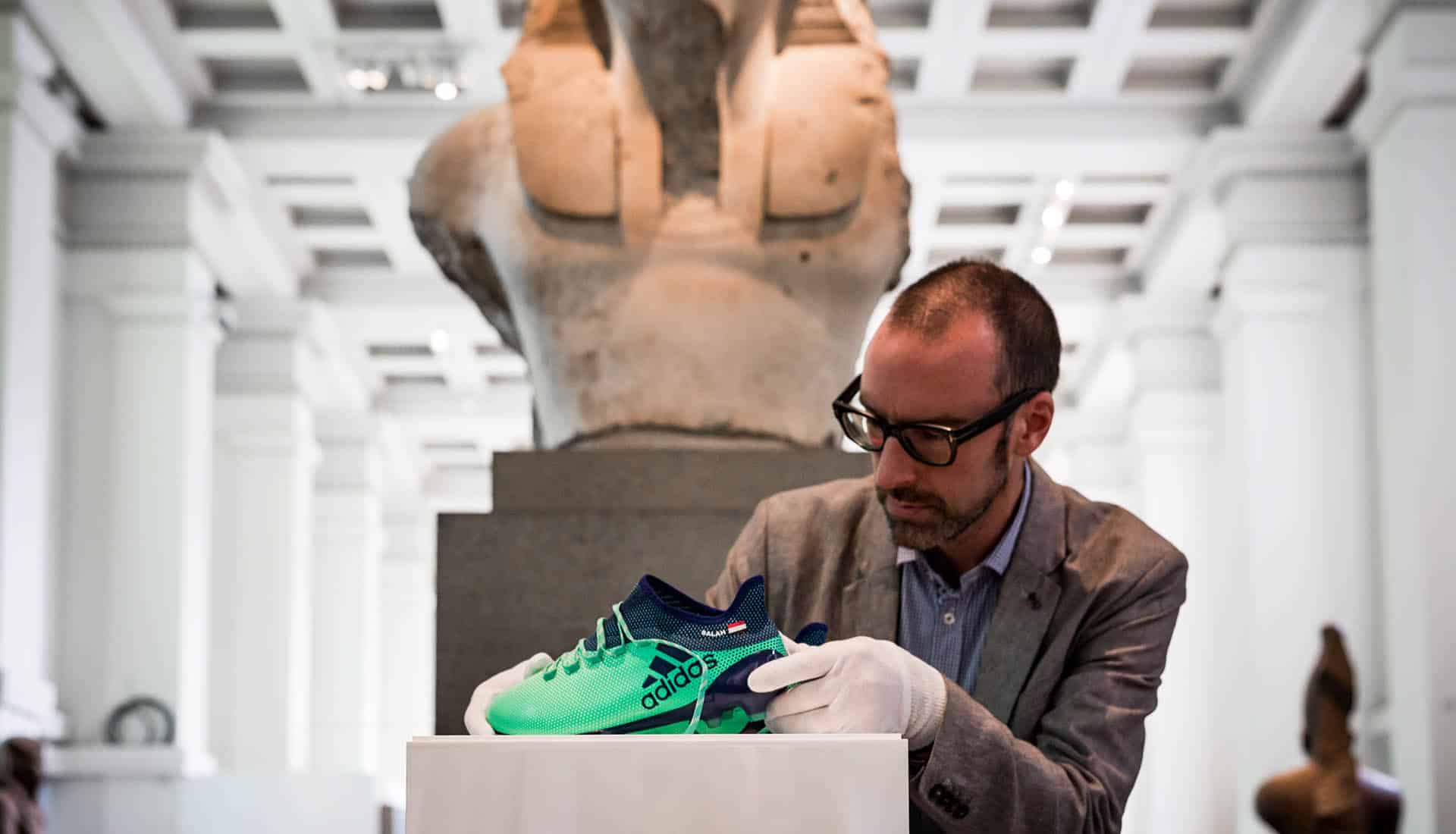 chaussures-football-adidas-X17-Mohamed-Salah-British-Museum-img4