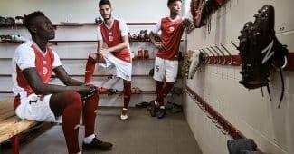 Image de l'article Le Stade de Reims et Hungaria dévoilent les maillots 2018-2019