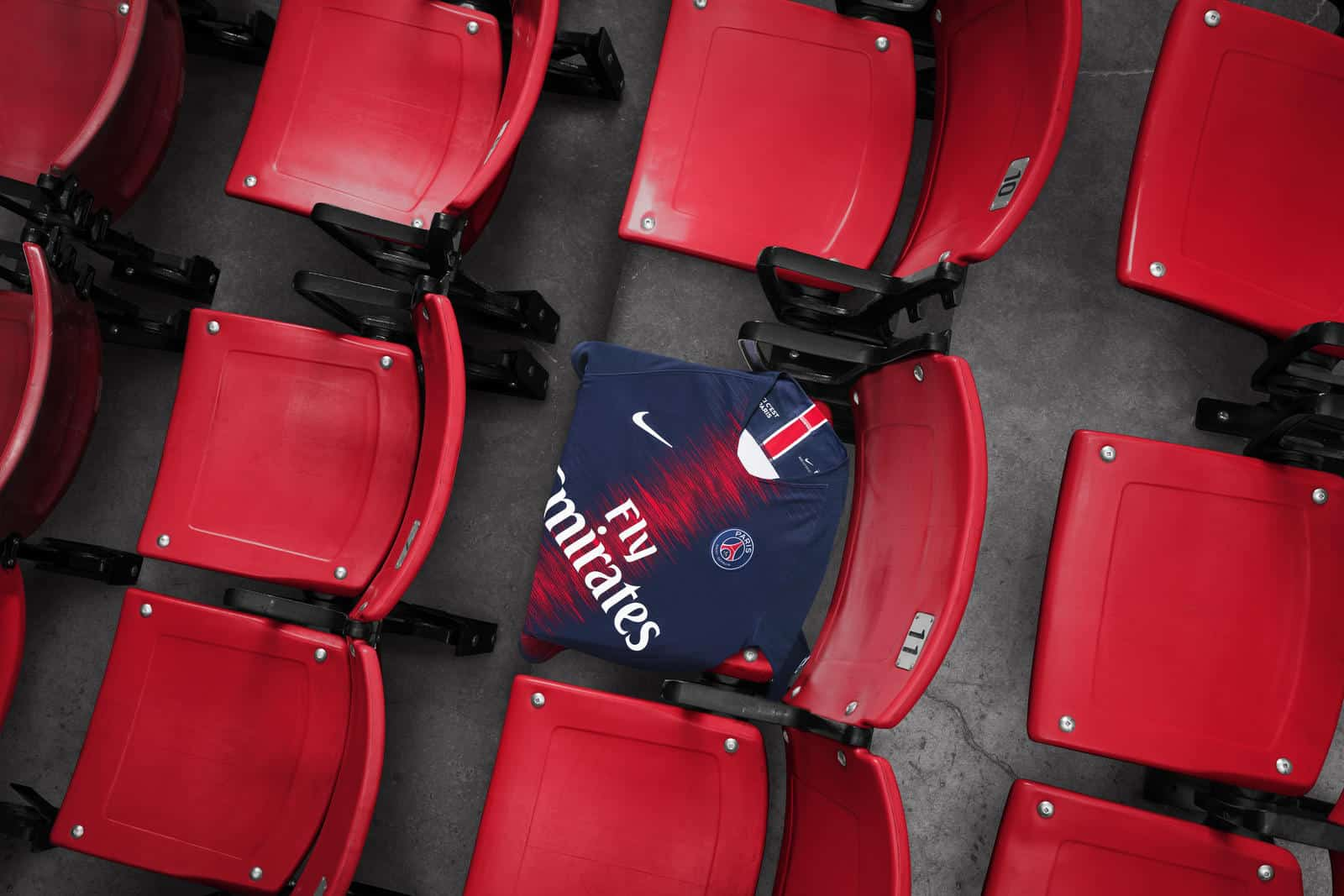 maillot-paris-saint-germain-domicile-2018-2019-nike-parc-des-princes