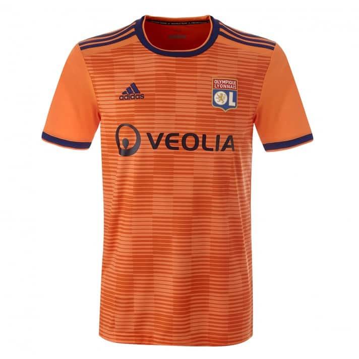 tenue de foot Olympique Lyonnais nouvelle