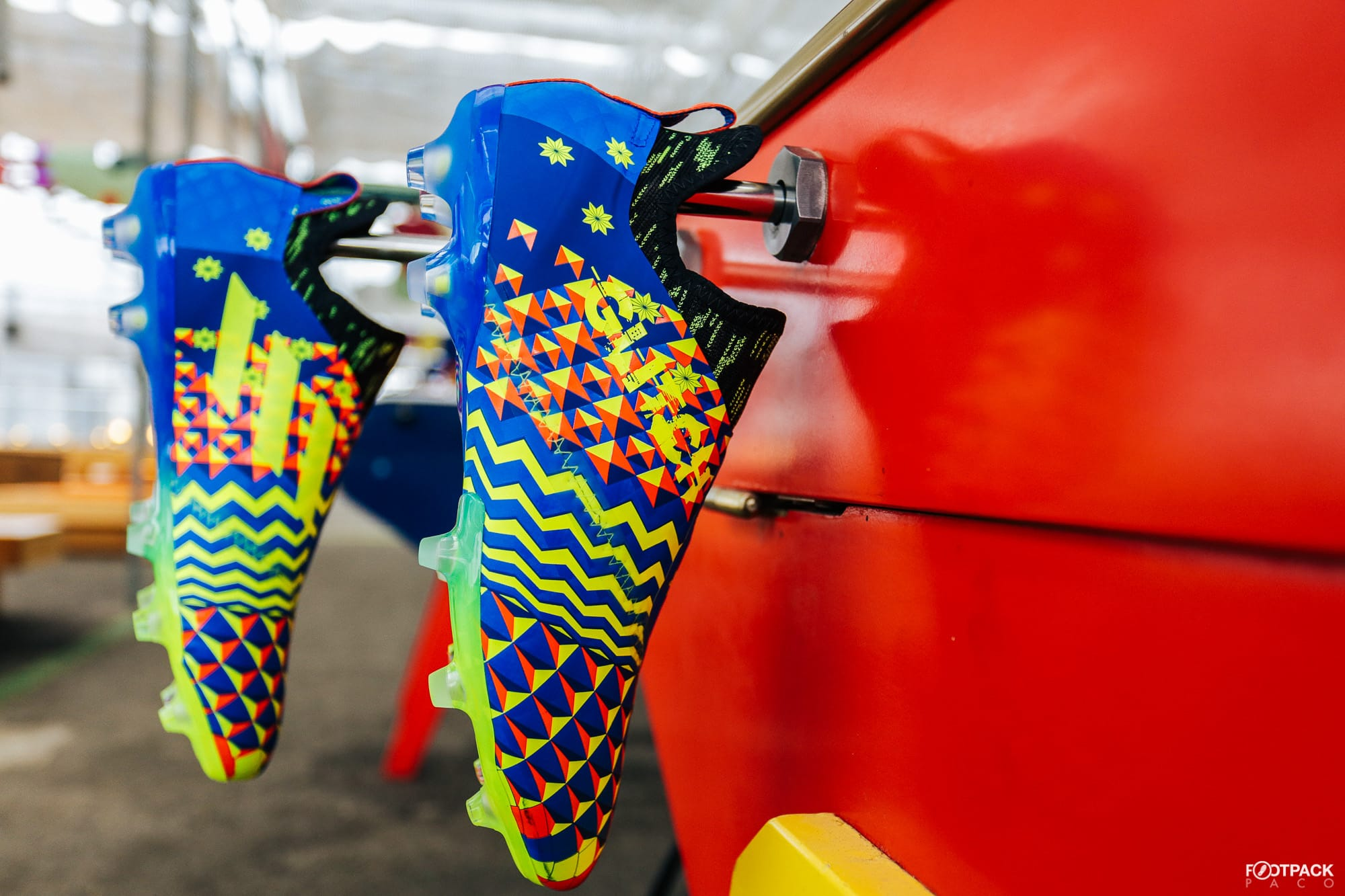 Chaussures-football-adidas-glitch-18-2-0-Worldskin-France-Coupe-Monde-Juin-2018-4