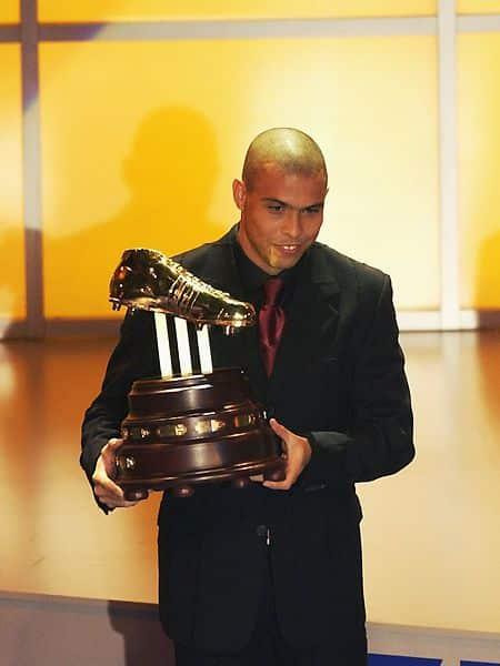 Chaussures-football-adidas-world-cup-golden-boot-2002-juin-2018