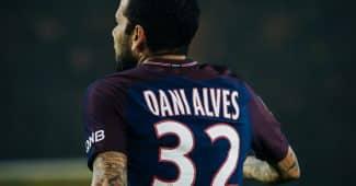 Image de l'article Dani Alvès change de numéro en hommage à Mario Zagallo