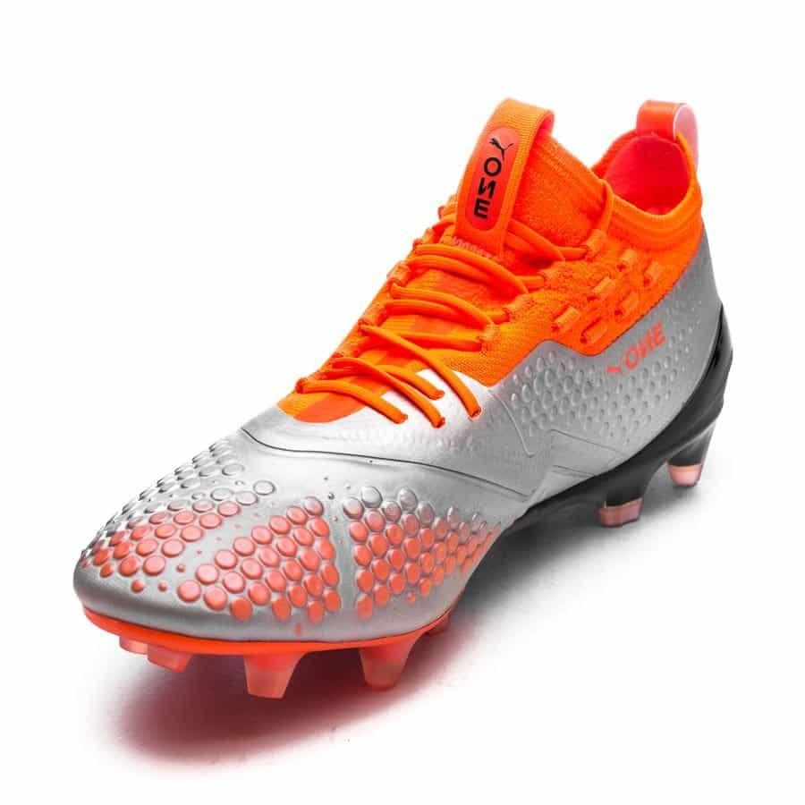 La Chaussure Quelle Football De Est Marché Du Plus Légère kPOuiXZ