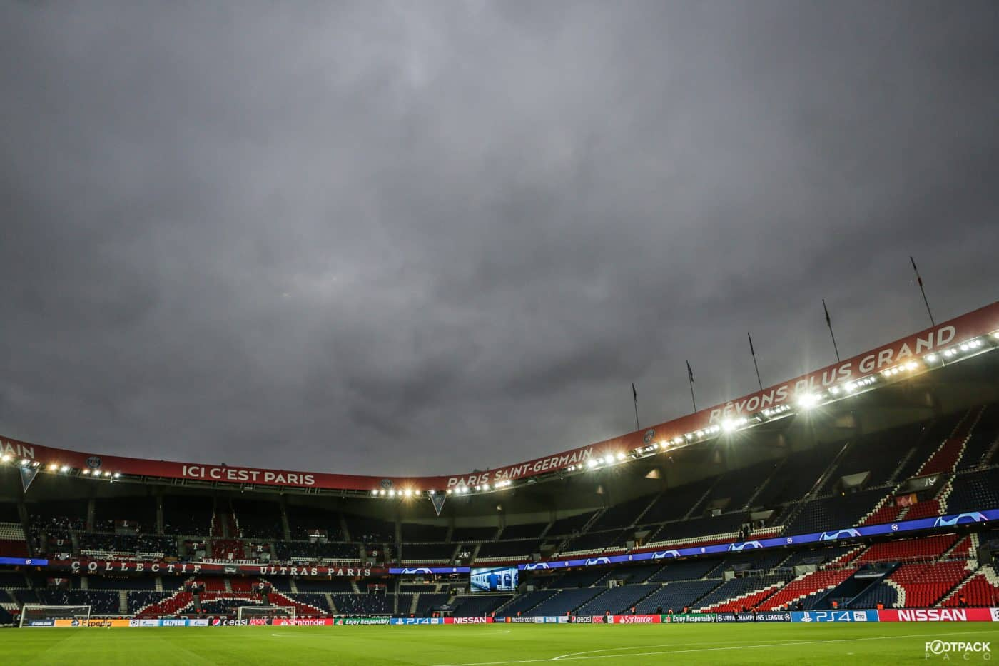 au-stade-paris-sg-naples-footpack