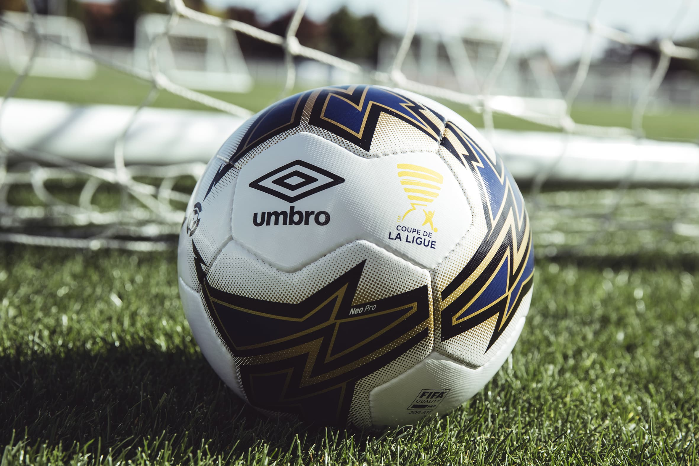 ballon-football-umbro-coupe-ligue-octobre-2017-18
