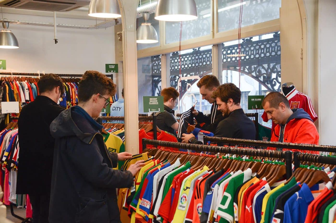 magasin-classic-football-shirts-manchester-1