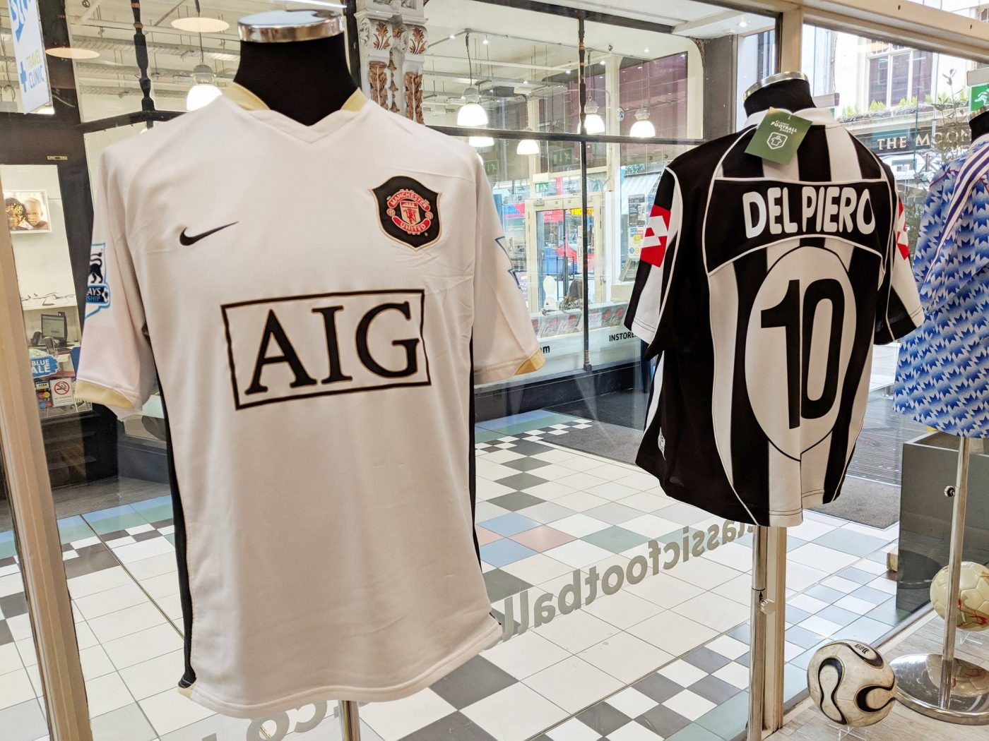 magasin-classic-football-shirts-manchester-7