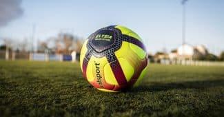 Image de l'article Uhlsport dévoile la version hivernale du ballon de la Ligue 1 Conforama