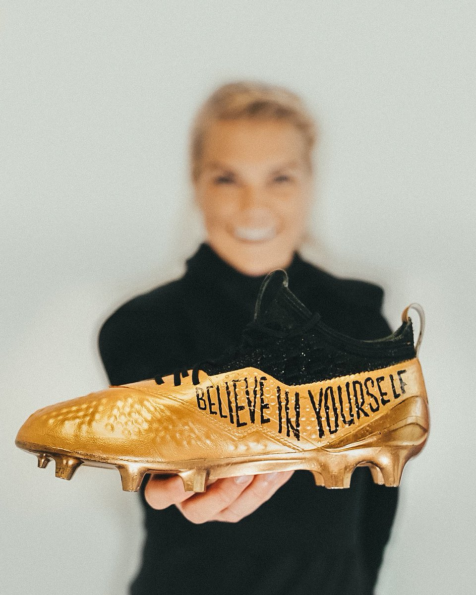 chaussures-puma-one-ballon-or-ada-hegerberg-1