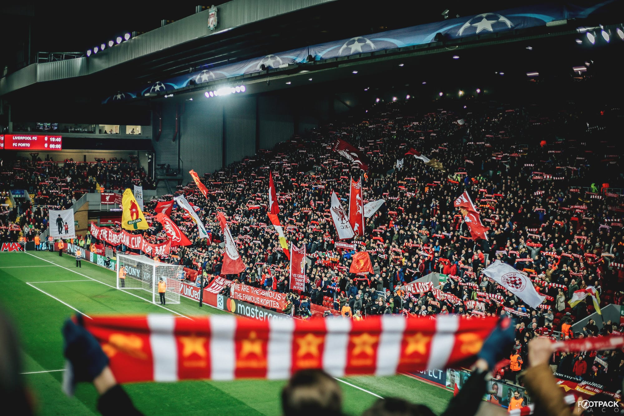 https://www.footpack.fr/wp-content/uploads/2018/12/kop-liverpool-top-50-photos-footpack.jpg