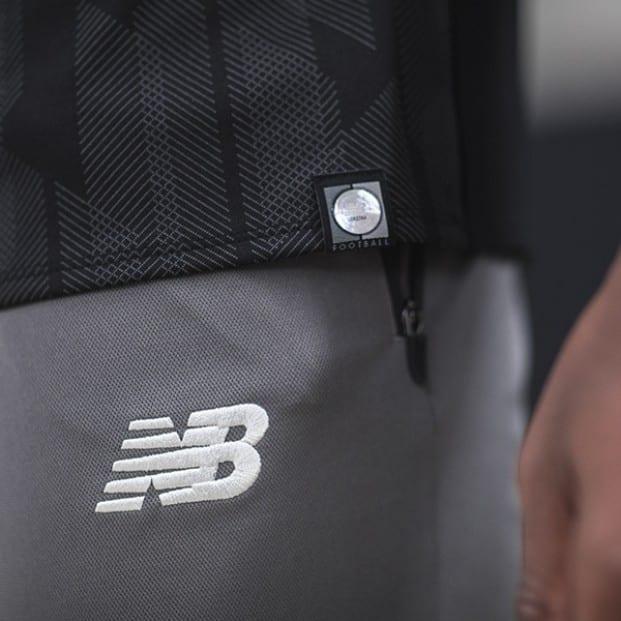 maillot-liverpool-blackout-2018-2019-d