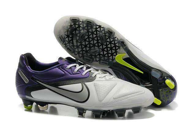 chaussures-balotelli-nike-ctr-360-maestri-blanc-violet