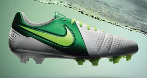 chaussures-balotelli-nike-ctr-360-maestri-II-blanc-vert