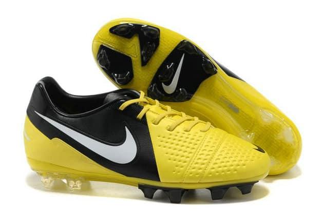 chaussures-balotelli-nike-ctr-360-maestri-II-jaune-noir
