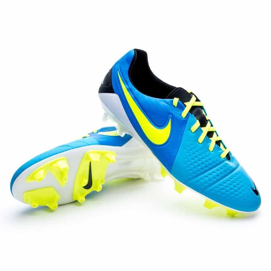 chaussures-balotelli-nike-ctr-360-maestri-III-bleu-jaune